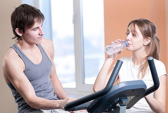 Hoe mannen en vrouwen tegen elkaar aankijken in de fitness