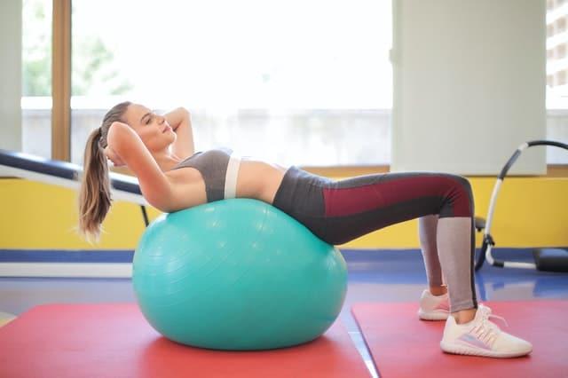 Fitness bal oefeningen